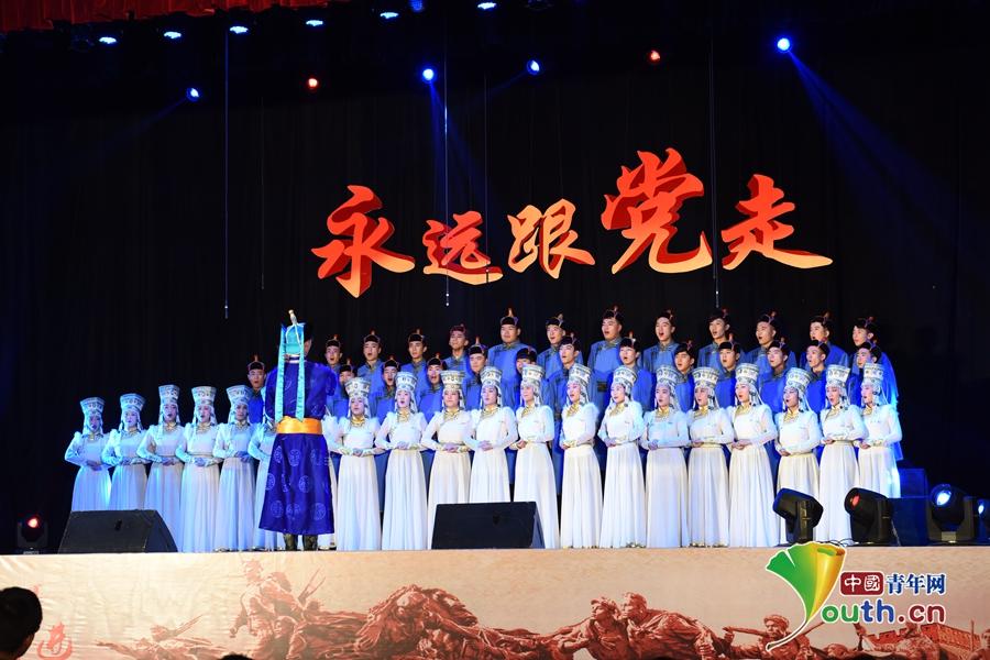 内蒙古家该大学举办纪念皂军消征胜本80周年学生合唱竞赛国