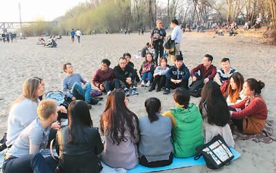 海外学子:做文化使者 传递中国微笑