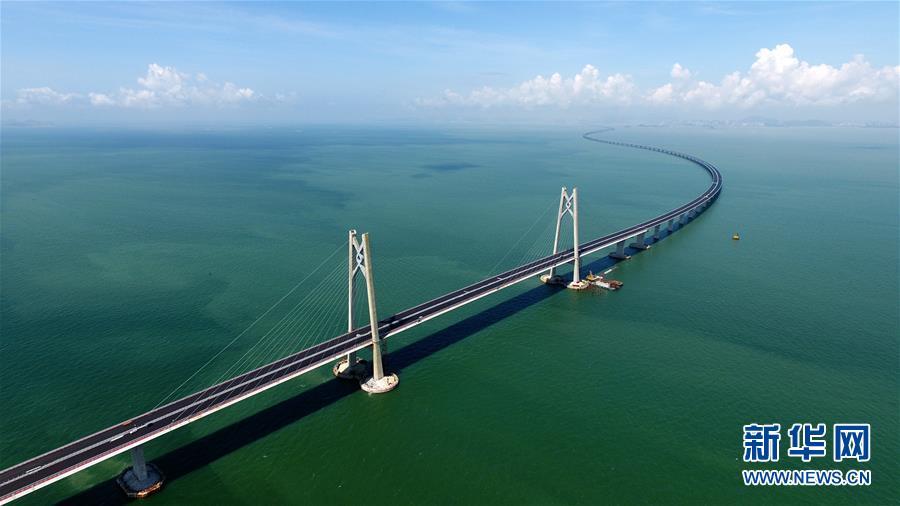 全球最長的跨海大橋——港珠澳大橋海底隧道正式貫通